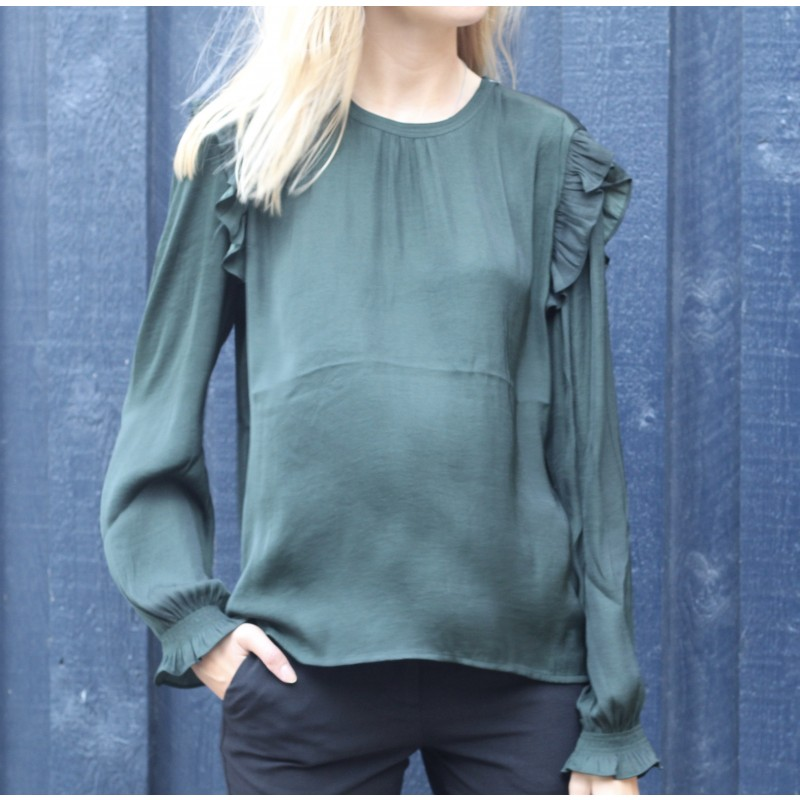 Top w. ruffles and smock detail