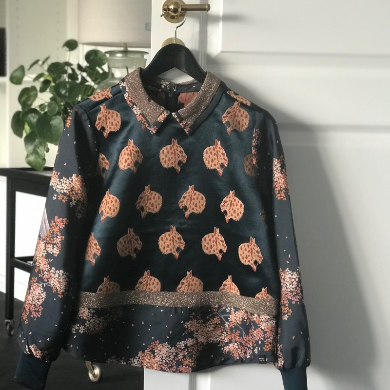 Printed top with collar and ribs