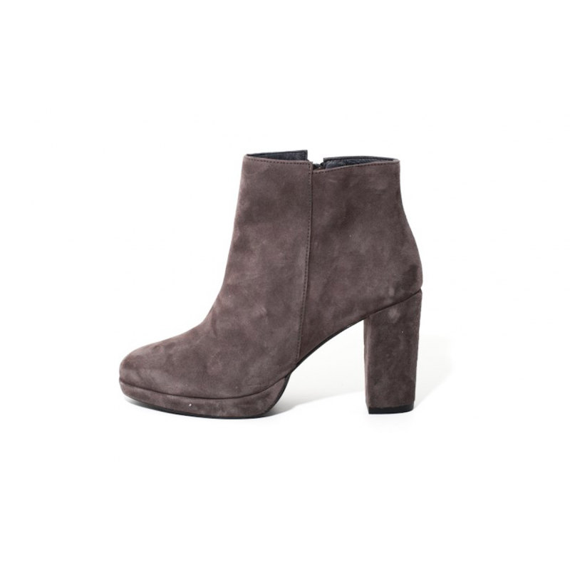 Mentor ankle boot
